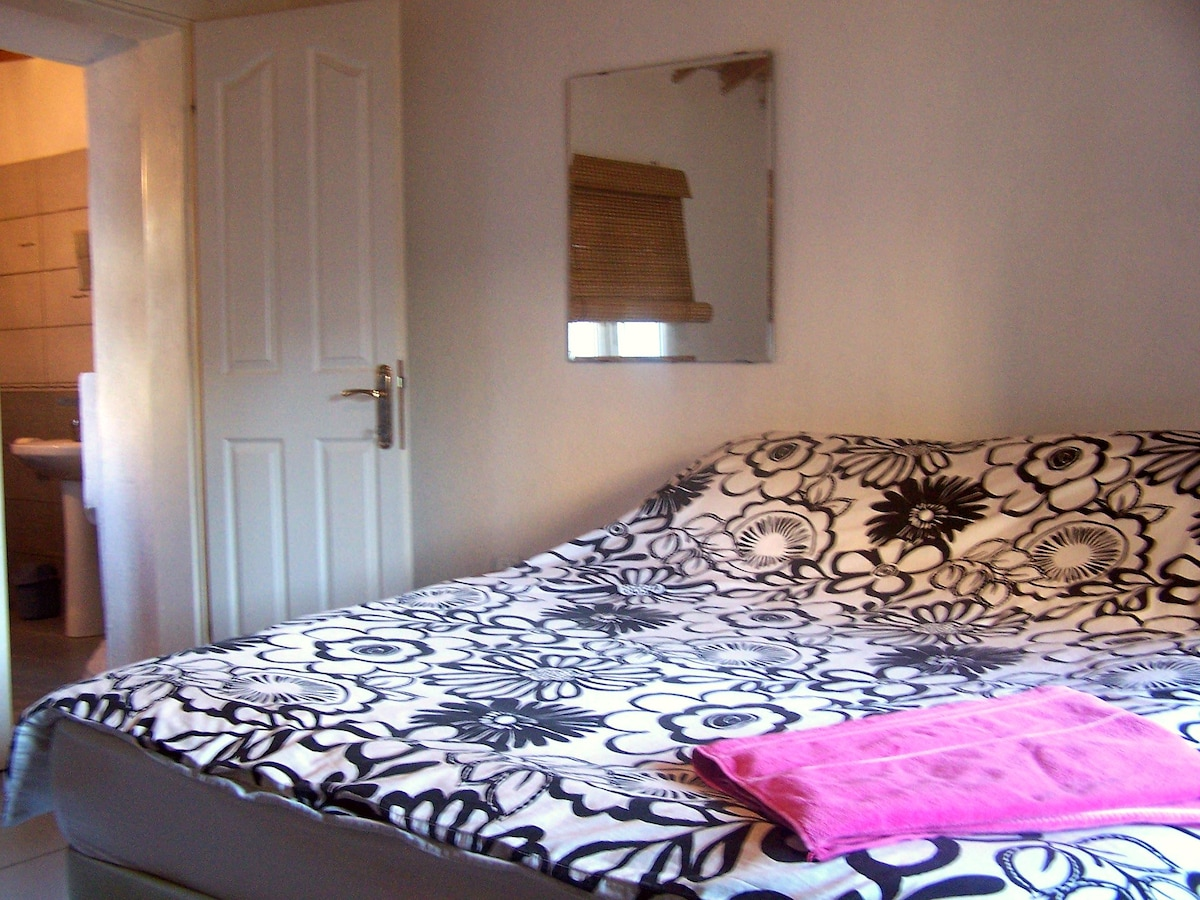 Tarcy House Downstairs En Suite Bedroom