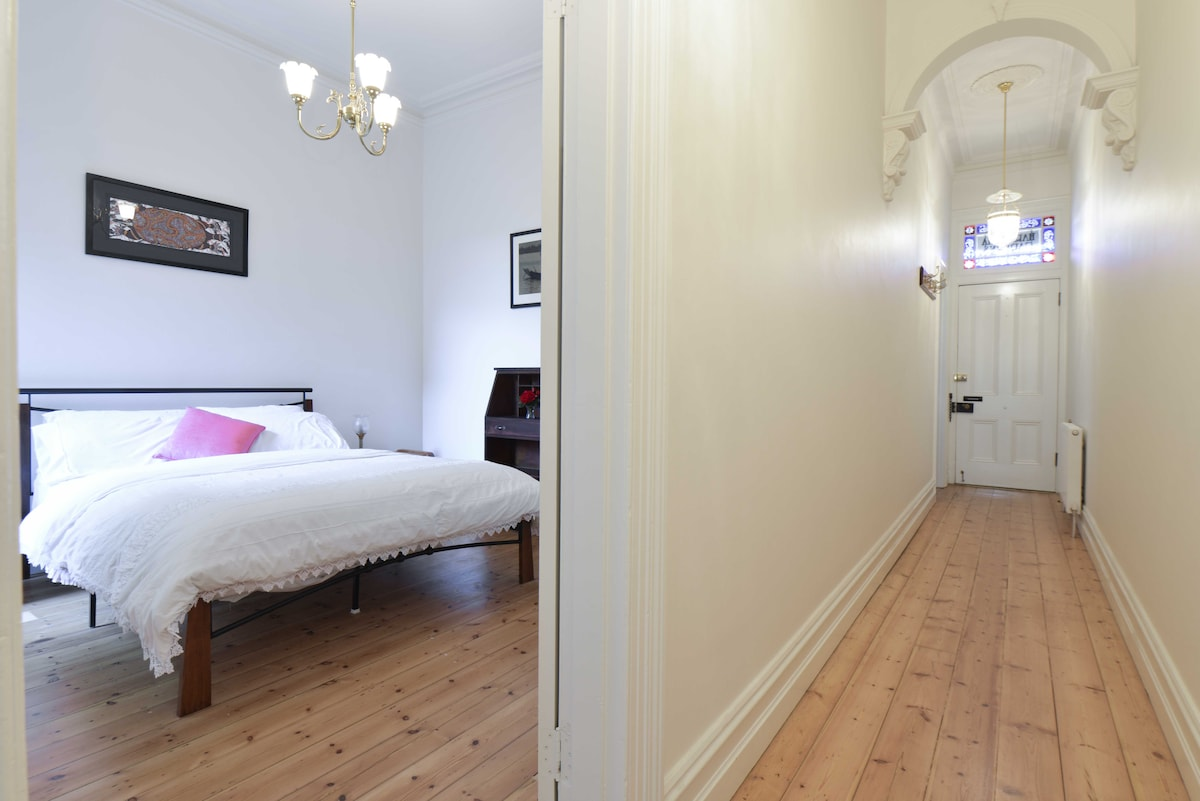 Inner city double room and ensuite