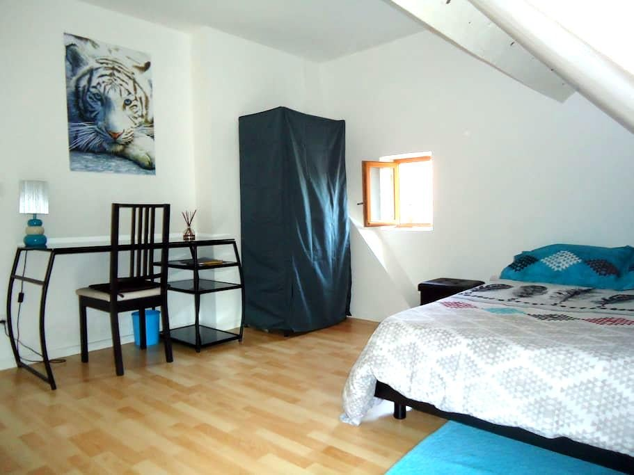 1 chambre de 14 m2 à 5 mn de disney - Coupvray - Huis