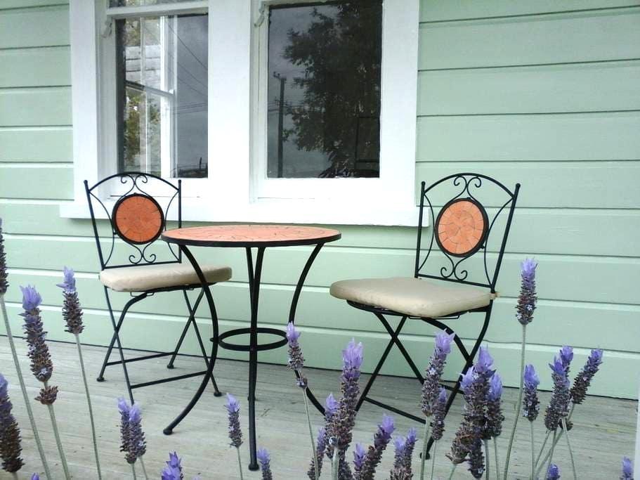 Lavender53 - Newly renovated villa - Martinborough - Rumah
