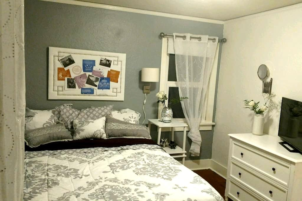 Comforting private room, your home away from home! - Bremerton