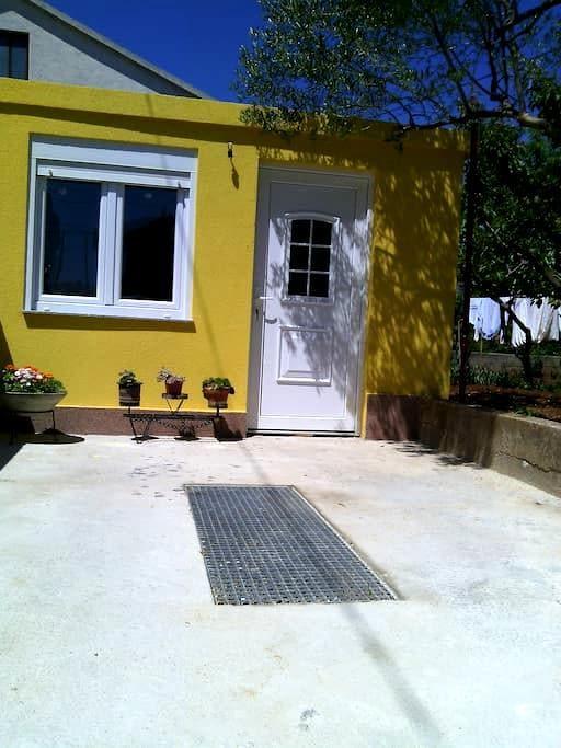 Cozy apartman with Parking included - Zadar - Apartamento