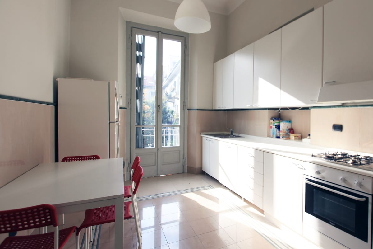 SPACIOUS FLAT IN EXCELLENT POSITION