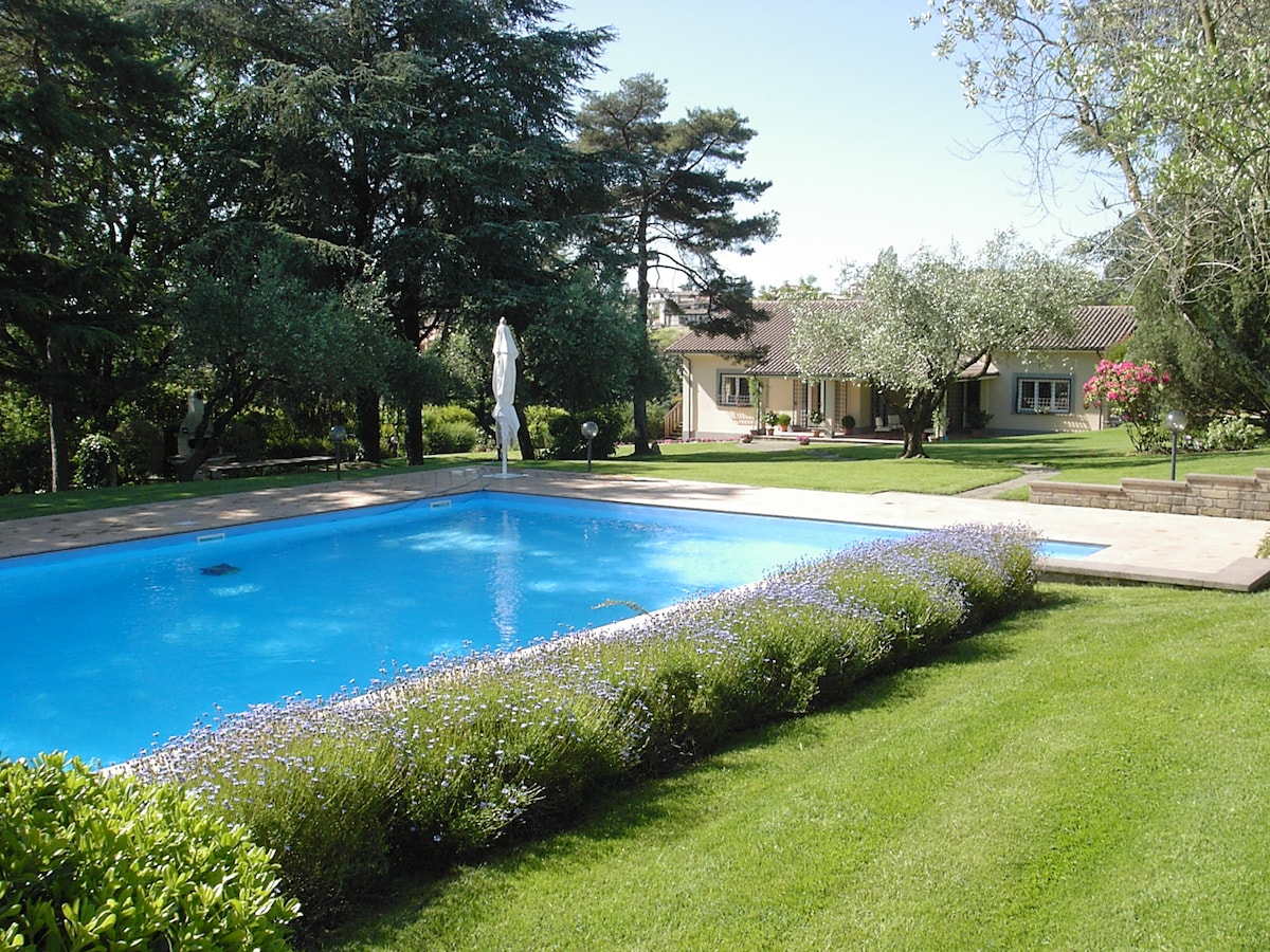 Villa Oliva and 'a beautiful house