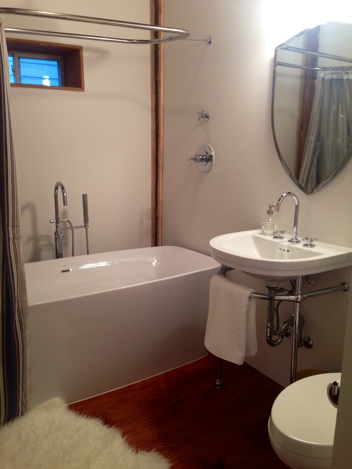 A soaker tub and rain head shower offer you the perfect end to a day of wine tours and beach walks.