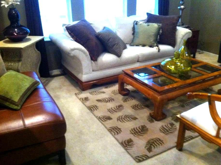 Private & comfortable in Southfield - Southfield - Kondominium
