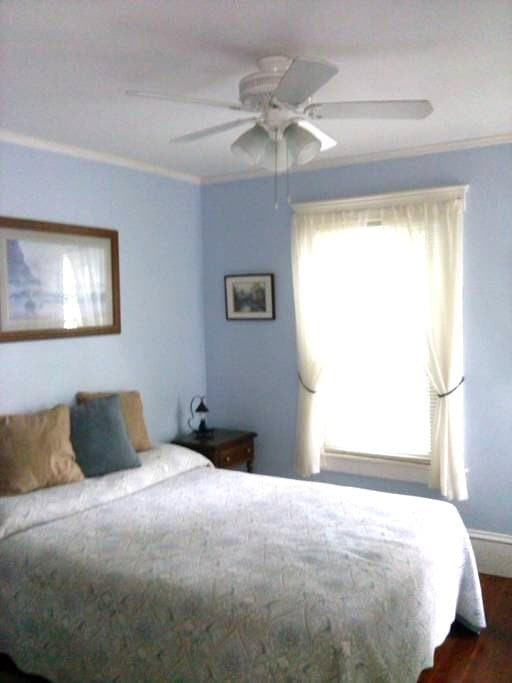 Lovely room with double bed. - Greenfield - Lejlighed