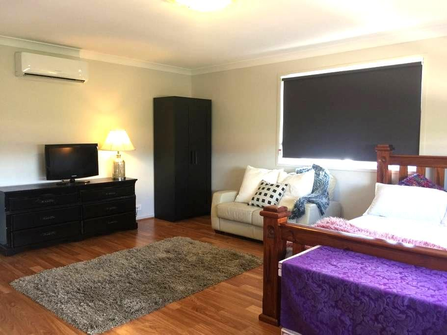 Studio - Elderslie - Apartment