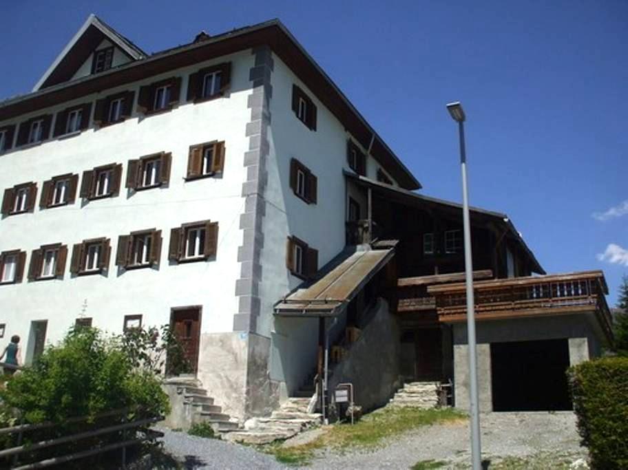 Engadiner Haus mit 5 1/2 Zimmer - Flond