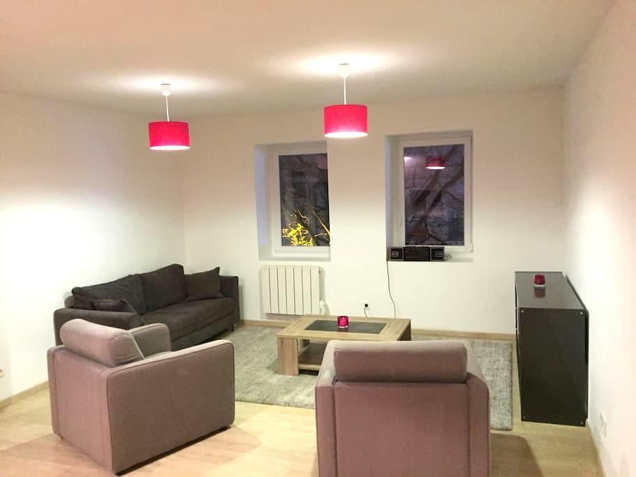 FLAT 65M² + PARKING - 2 ROOMS 2 DOUBLE BEDS - Calais - Apartamento
