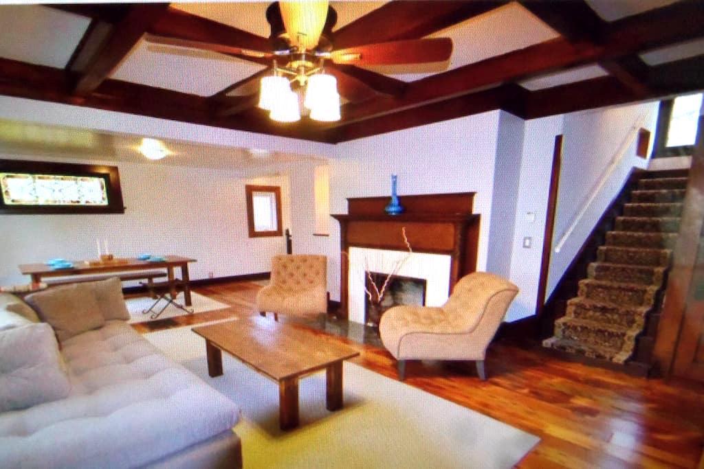 Cleveland Victorian double home - Bratenahl - Casa