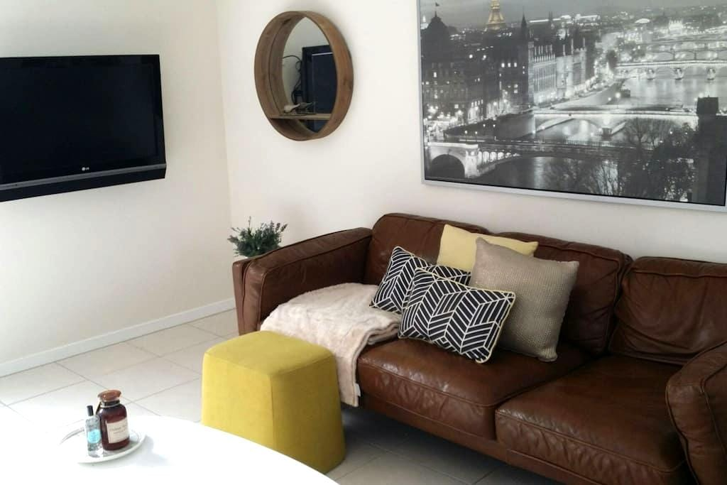 Cosy modern 2 bed terrace home - Fitzgibbon - Hus