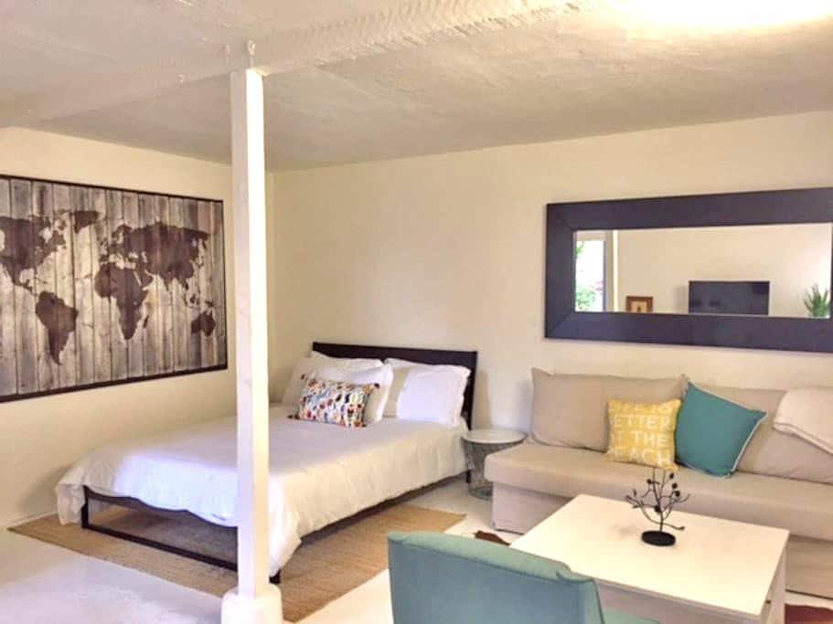 Venice Beach Cottage Loft w/ Private Backyard - Marina del Rey - Lägenhet