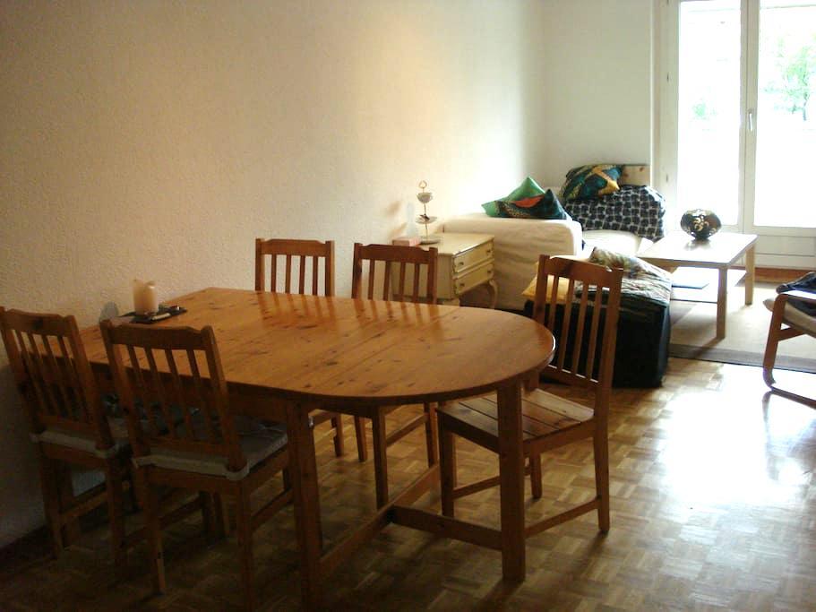 Zimmer mit großem Essbereich und Balkon - Brno - Apartament