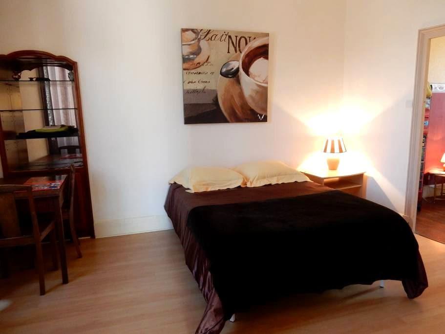 Une chambre ou Suite de 2 à 3 chambres - Montluçon - Leilighet