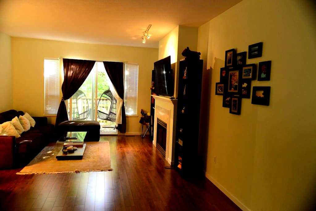 one bedroom, Spectacular Views - Richmond - Townhouse