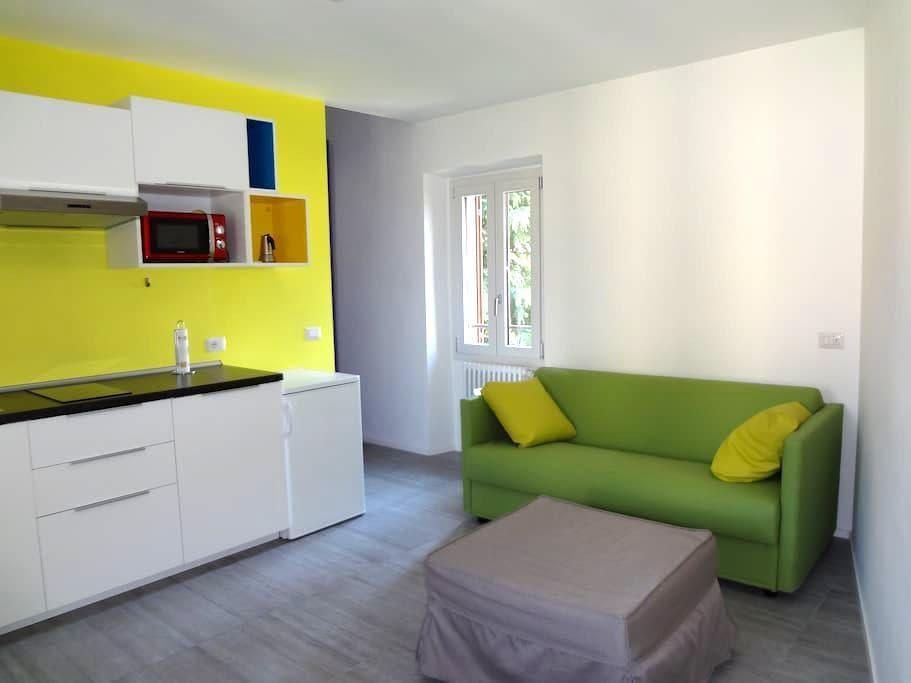 """Bed and Kitchen MONOLOCALI arredati """"La Corte 20"""" - Carugo - Apartament"""