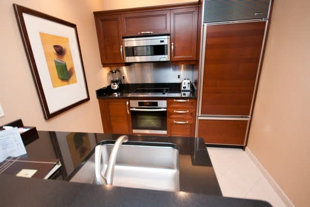 Full kitchen with 5 appliances and dishes!