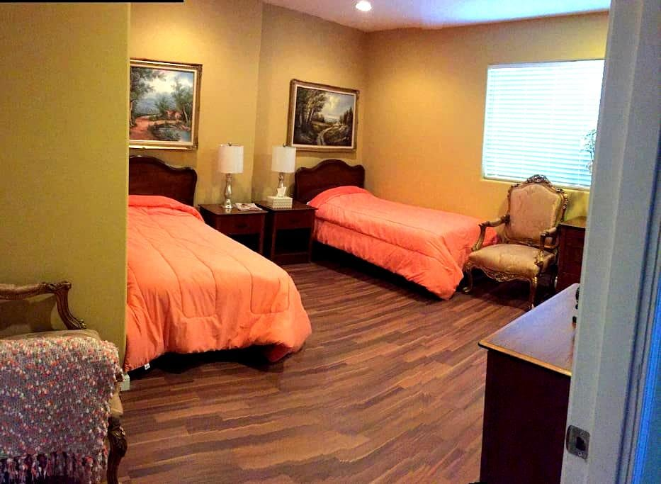 Double occupancy bedroom - Los Angeles - Guesthouse