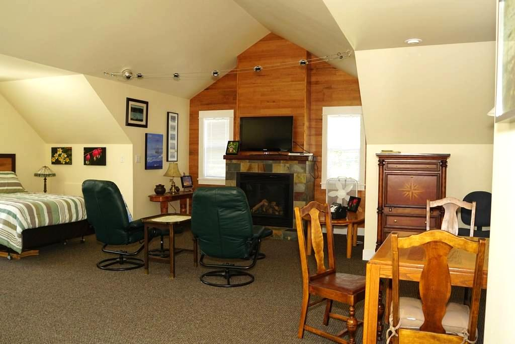 Crow's Nest Guest House - Fanny Bay - Guesthouse
