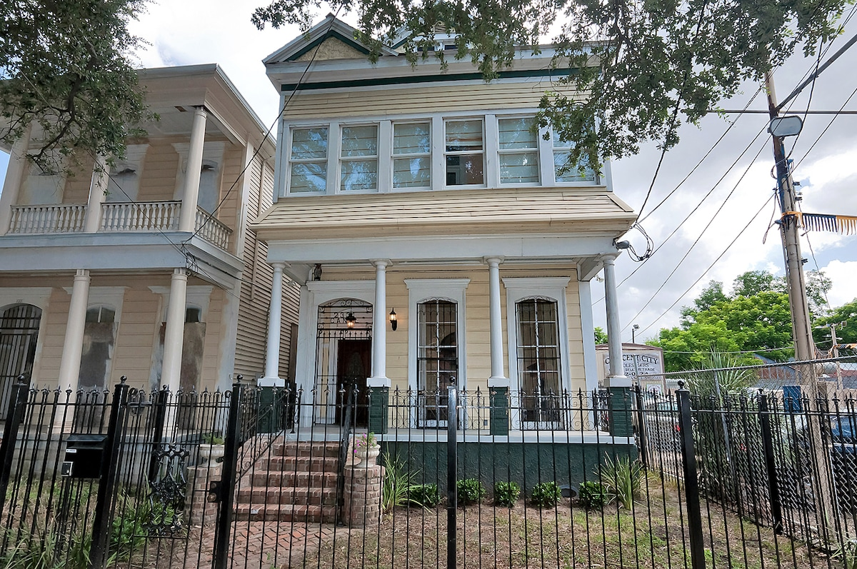 VICTORIAN  HOME ON CANAL STREET  C