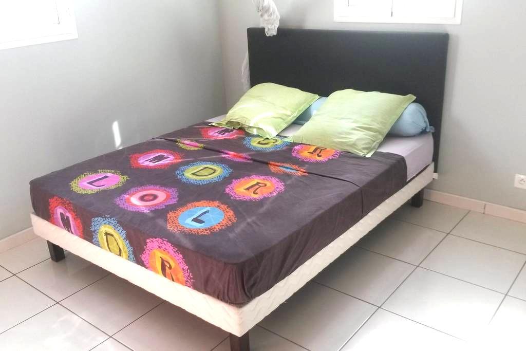 Chambre simple chez l'habitant - Baie Mahault - Haus