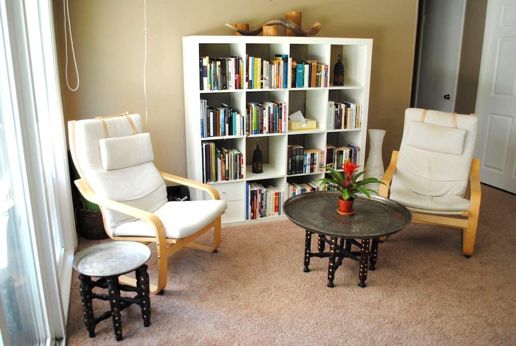 Private Room & Bath: A Traveler's Get-Away - Sagrament - Casa