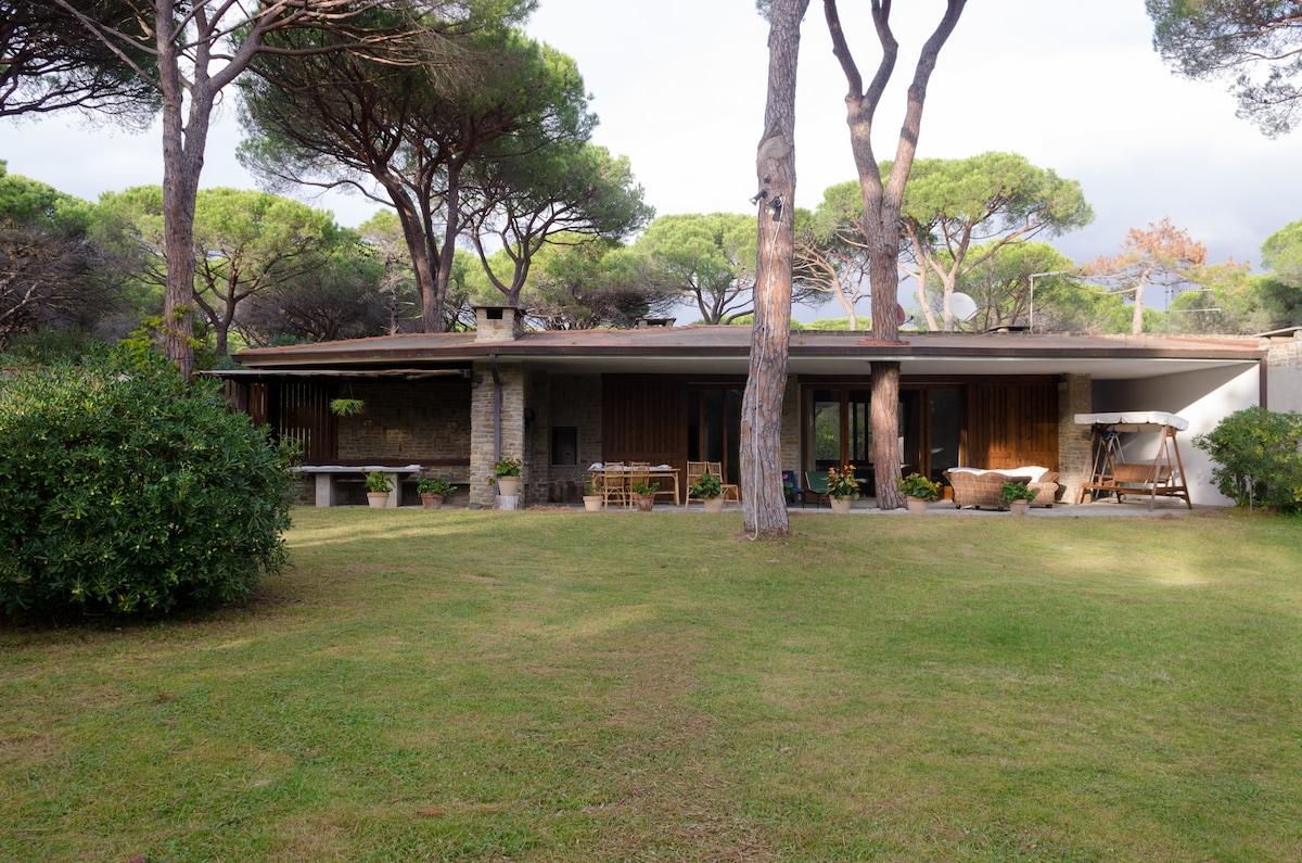 RoocAmare-spacious villa by the sea