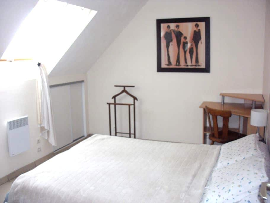 Chambre d'amis en Ardennes - La Neuville-en-Tourne-à-Fuy - Hus