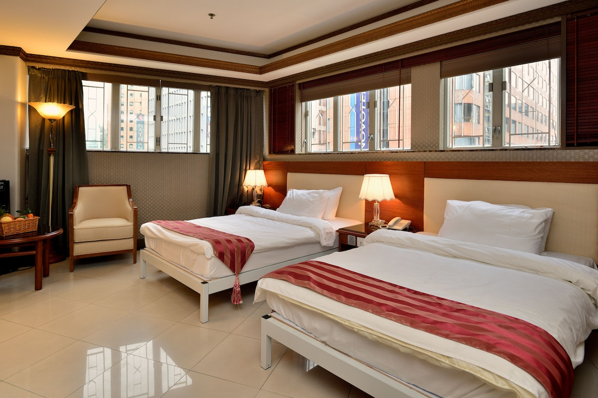 Over 500 square feet area. This two double beds with L shaped windows, highly sufficient sunlight.