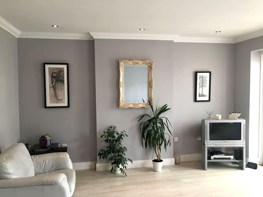 Double room in quiet location - Beckenham - House