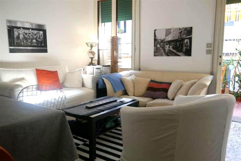 Divano letto in pieno centro - Padova - Appartement
