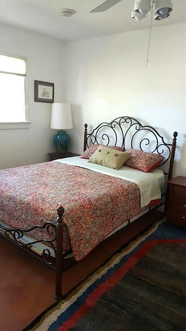 Private Room in Central Tucson - Tucson - House