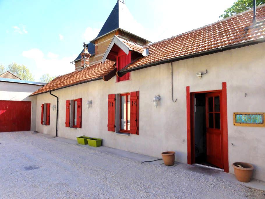 Appart BUREAU hôtel  2 pers.AUXONNE - Auxonne