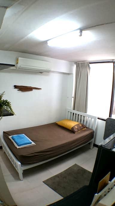Single Aircon Private Bathroom - Μπανγκόκ - Αρχοντικό
