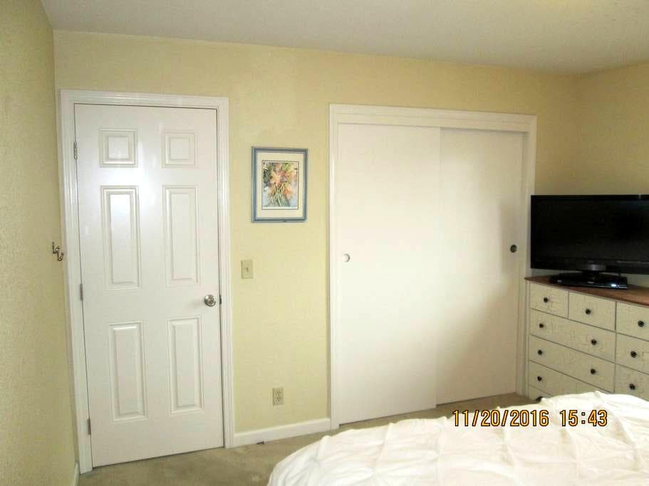 Clean & comfortable room with TV, WiFi - El Dorado Hills - Ev