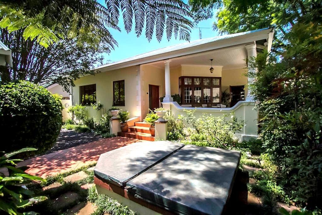 Beautiful & spacious heritage home! - Johannesburg - House
