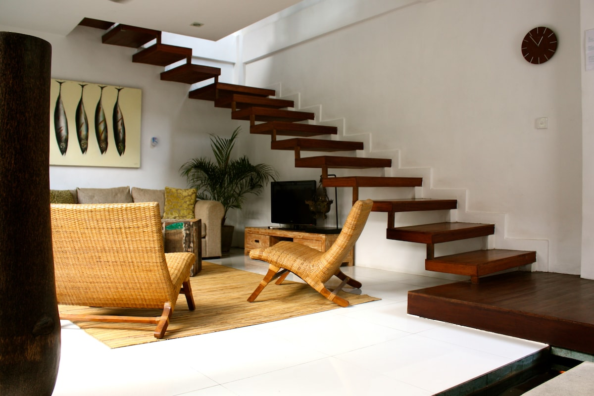 Floating stairs to Master bedroom