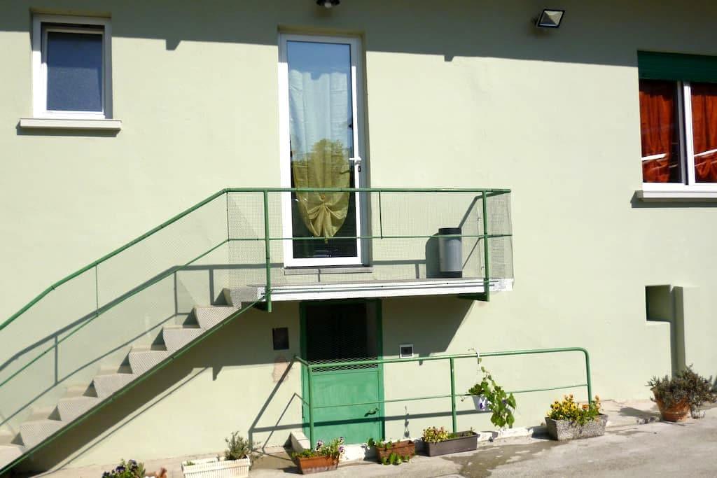 appartamento in villa d'epoca con parcheggio - Gorizia - Huoneisto