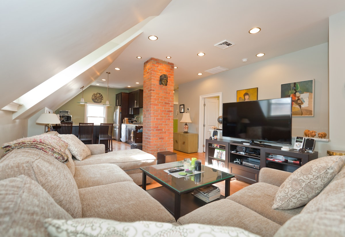 West End: Cool & Cozy Private BR