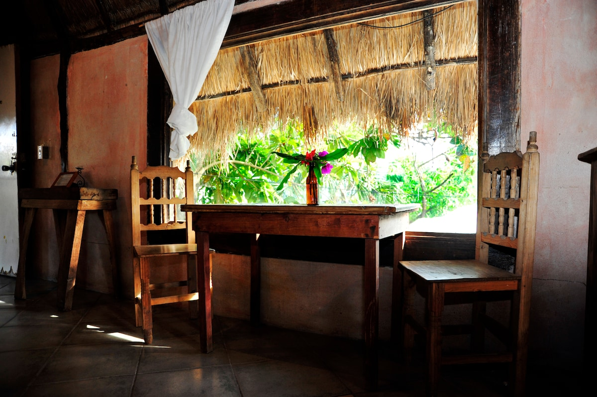Casitas kinsol - Room #4 - A wide window to enjoy the nature in the yard -
