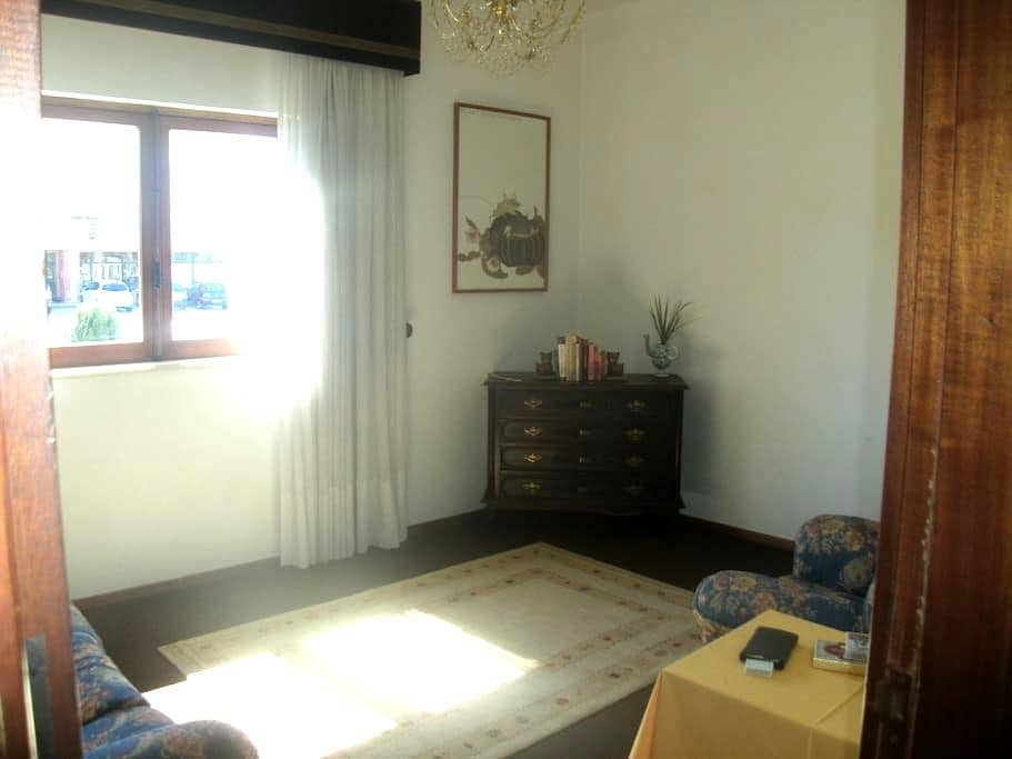 Primeiro piso de casa de campo - Monte Redondo - Villa