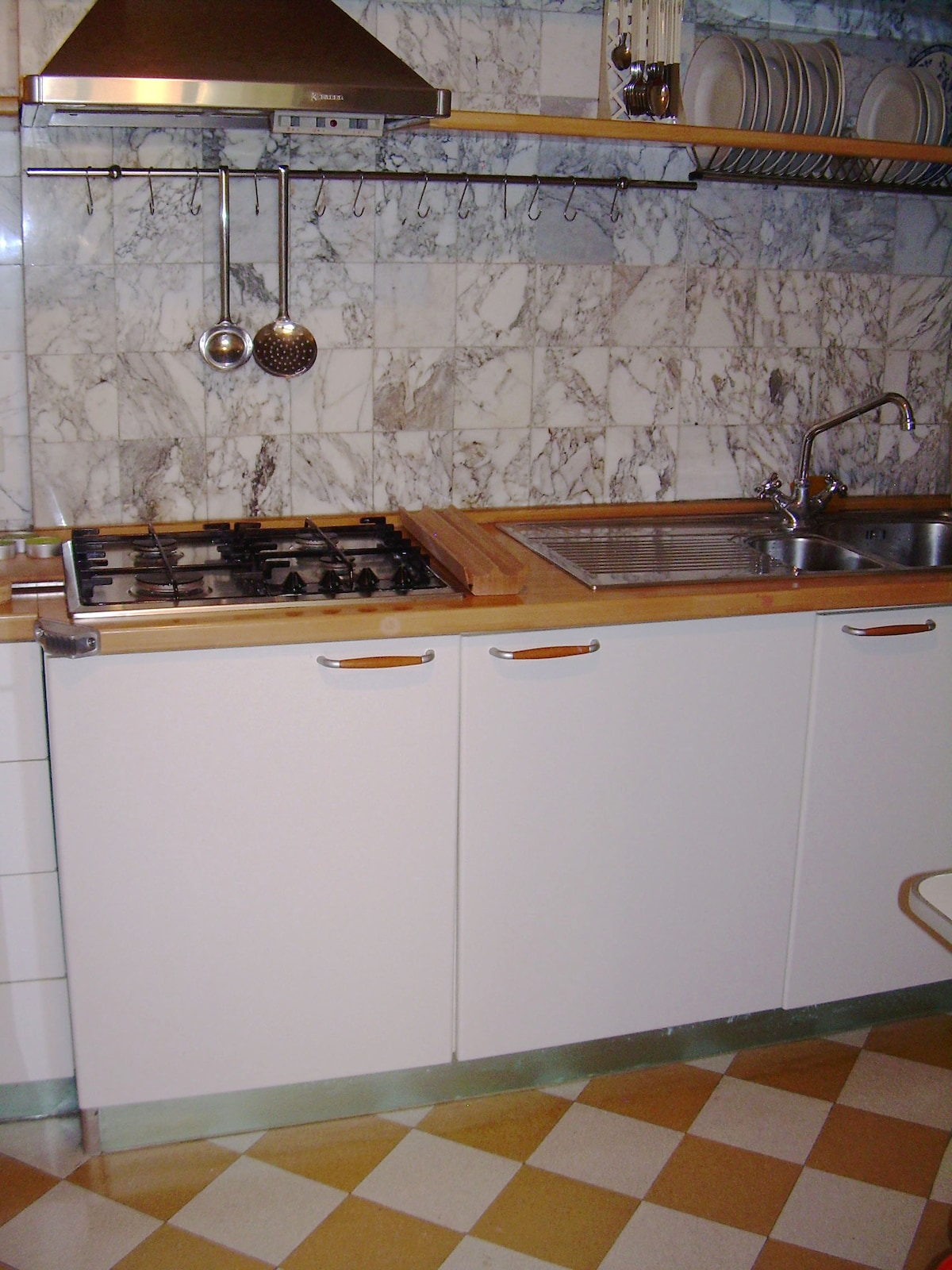 kitchen: separate from the living, with all the basic facilities ( 4 burners cooker, fridge.freezer, smal oven, washing machine