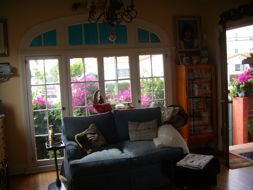 Hollywood Bungalow at Sunset & Vine - Houses for Rent in Los ...