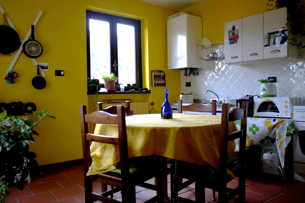 Room at the gateway of Valle Stura - Borgo San Dalmazzo - Hus
