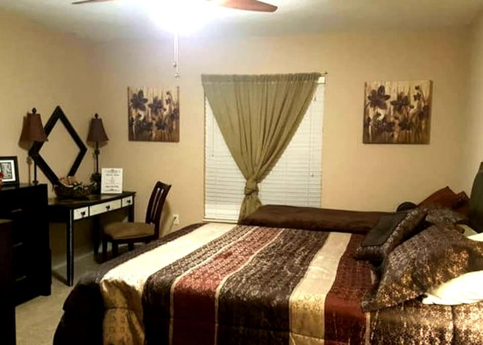 Spanish Suite B&B- Airports & Attractions - Winter Haven - House