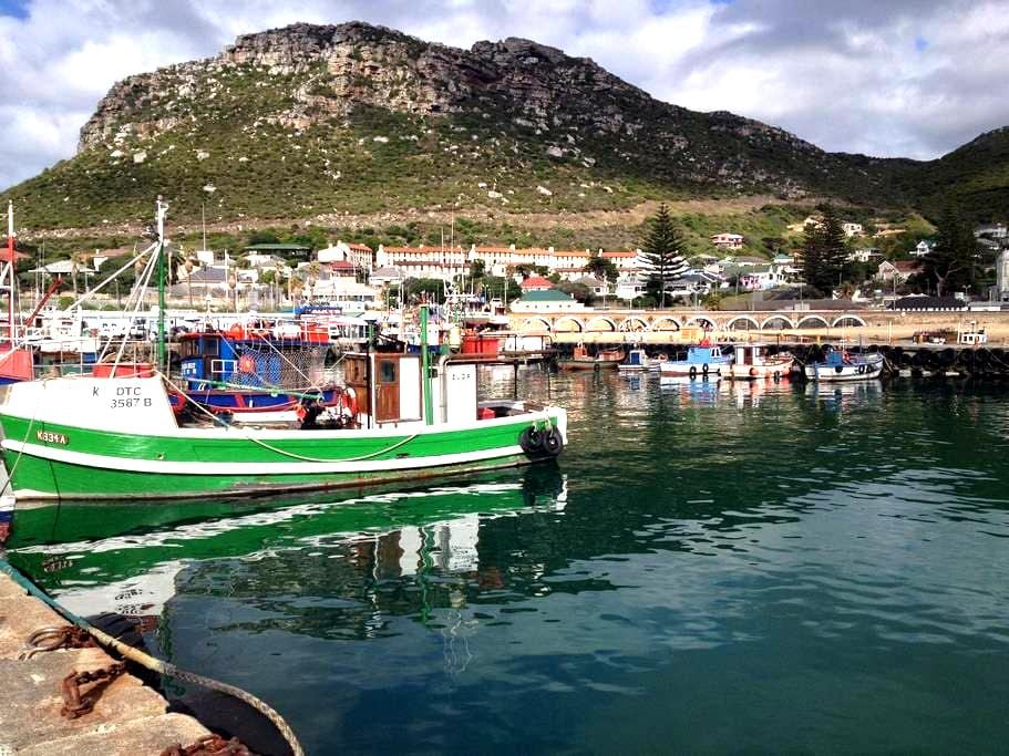 Little seaside cottage in gorgeous Kalk Bay - Kapstadt - Bungalow