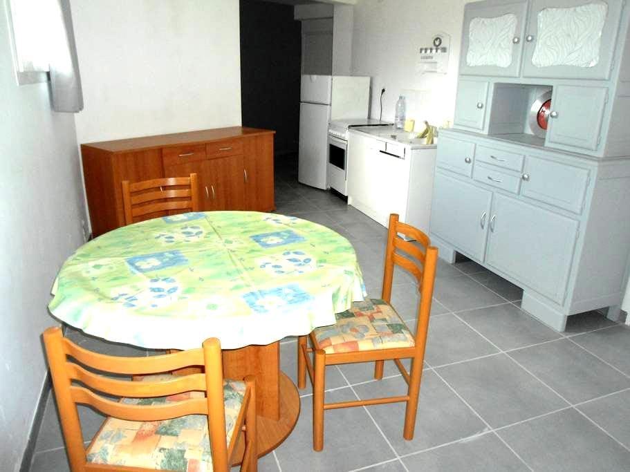 Pièce aménagée en petit studio - Blaye-les-Mines - Ház