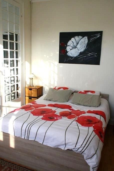 Chambre Salon en centre ville - Langon - Bed & Breakfast