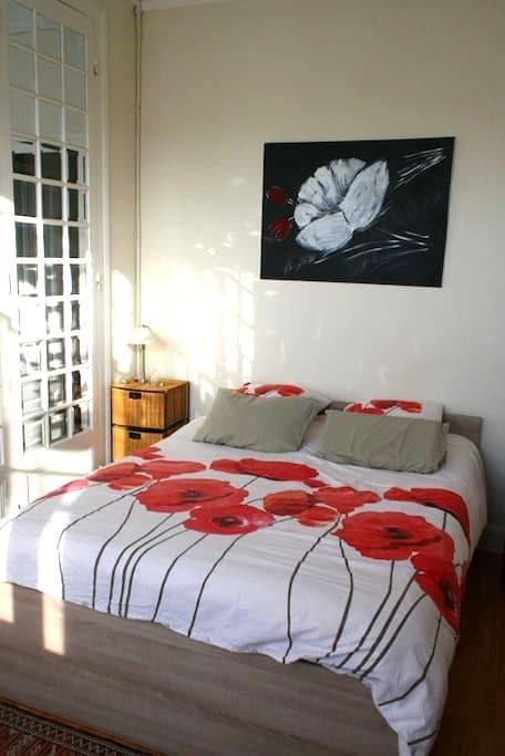 Chambre Salon en centre ville - Langon - ที่พักพร้อมอาหารเช้า